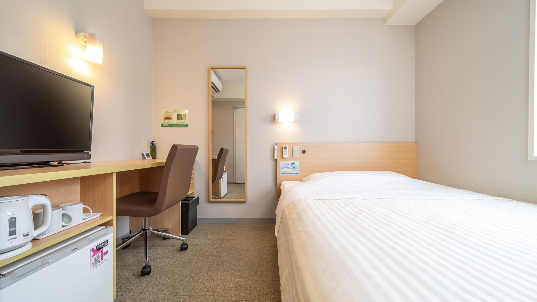 スタンダードなお部屋でもベッドは150cm幅のダブルベッド♪