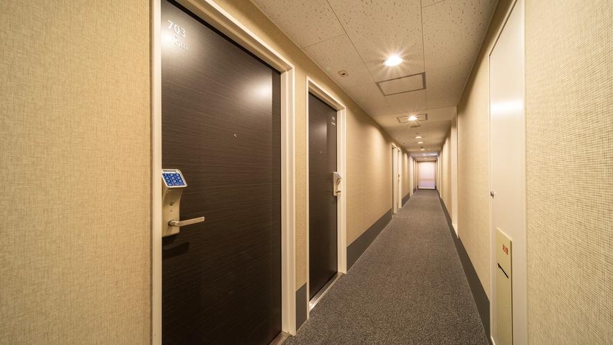 客室前の廊下はこんな感じですっきり♪