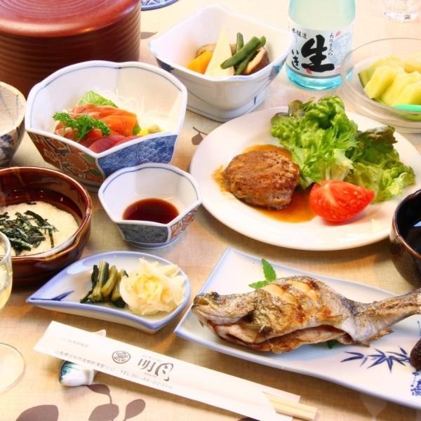ご夕食は季節の山の食材をふんだんに使った田舎料理。