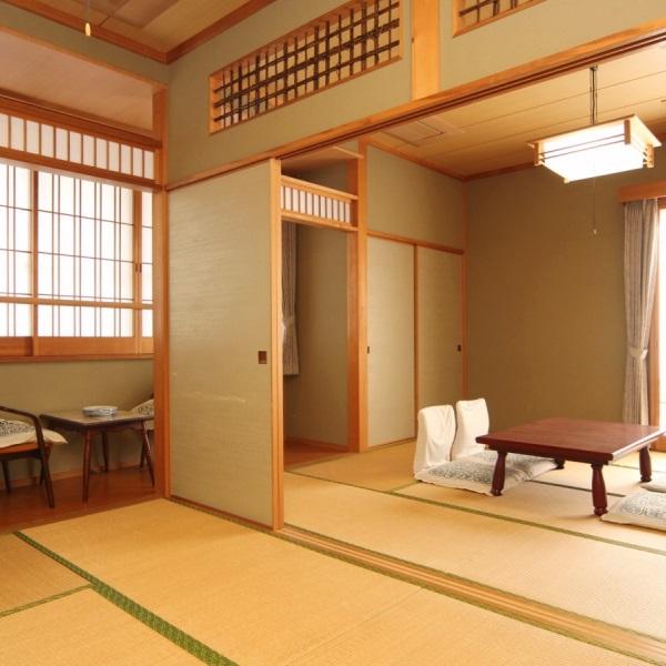 二間続きの広々和室。