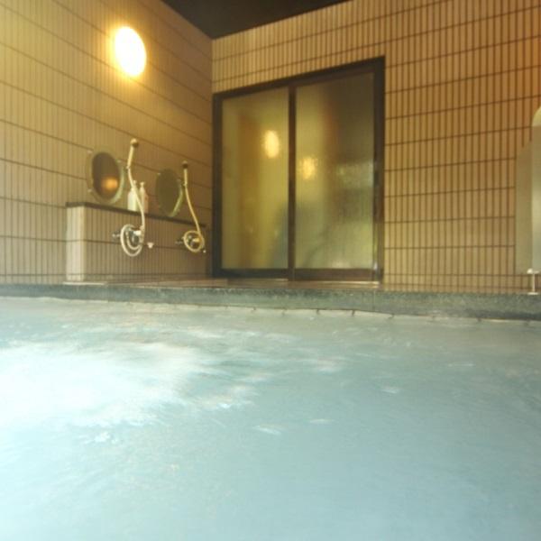 お風呂は光明石の人工温泉です。