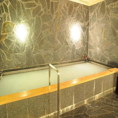 大浴場は貸切も無料♪白く濁っているのは「マイクロナノバブル効果」です!!お肌がつるつるになりますよ!