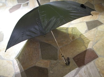 【レンタル】雨の日も安心♪フロントで傘を貸出しております。(イメージ)