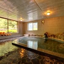 *【滝の湯(男湯)】当館のお風呂の中で最も温泉成分が濃い温泉。元湯の心地よさを存分にあじわって。