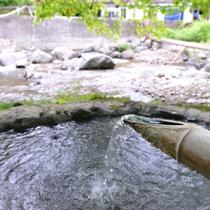 *【野天風呂】当館より二岐川を渡り、対岸へ。川のせせらぎや風の音を肌で感じる野趣溢れる露天風呂です。