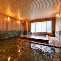 *【檜風呂(女湯)】檜の香りがほのかに薫るお風呂。気持ちのいい湯浴みをご堪能下さい。