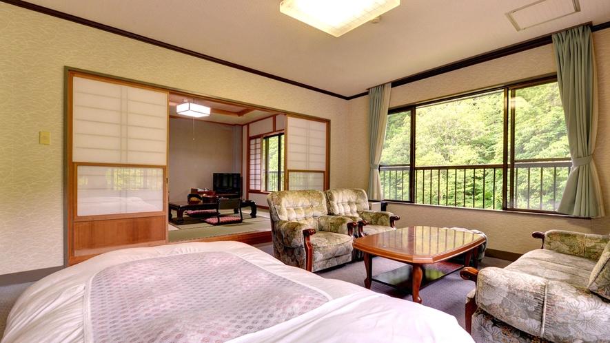 *【客室一例】和洋室。和と洋、両方の良さを味わえるお部屋。畳のお部屋で団欒のひと時をお過ごし下さい。