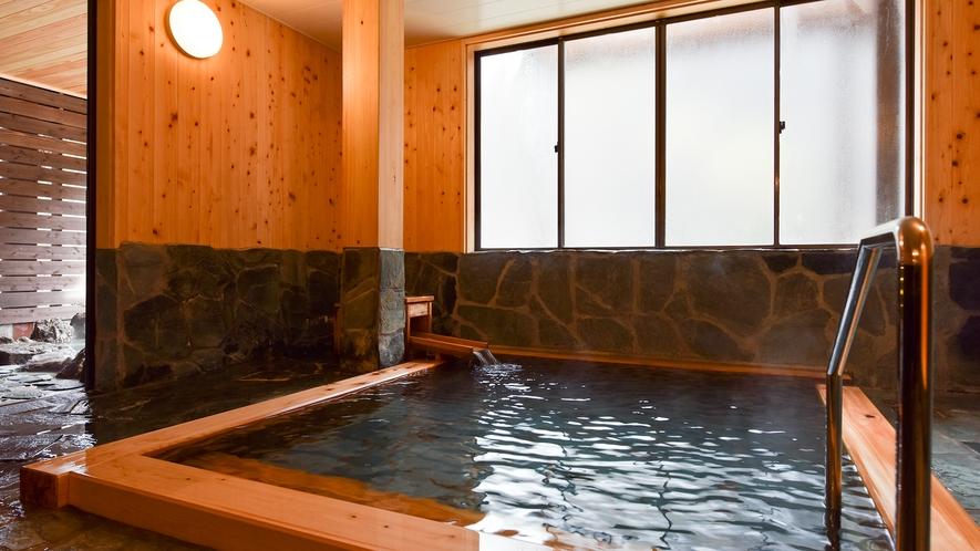 *【檜風呂/女湯】贅沢な源泉かけ流し湯を檜の香りと共にご堪能下さい。
