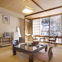 *【客室一例】和室6畳+踏み込み。広くはございませんが、畳のお部屋でゆったりとおくつろぎ頂けます。