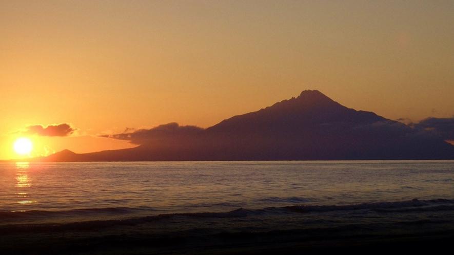 *周辺景色/日本海に沈む夕日を眺めて1日を終わる贅沢。