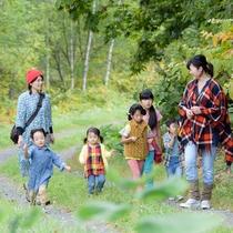 *フットパス散策/緑の道をみんなでお散歩♪森林浴を味わえます。