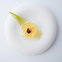 静岡県産ゴールドラッシュのムース 胡麻豆腐 トリュフ