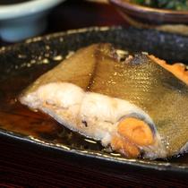 *【夕食一例】天然鮮魚を使用した自慢のお料理をご堪能下さい♪