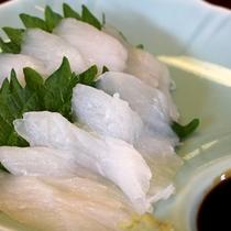 *【夕食一例】天然鮮魚を使用したお刺身です。
