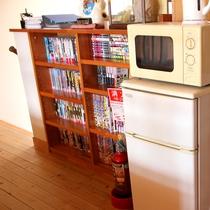*【館内一例】2階廊下に共同でご利用いただけるレンジ・冷蔵庫がございます。