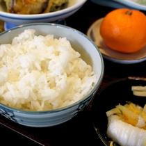 *【夕食一例】地元の美味しい白米をご用意しております。