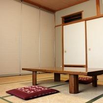 *【和室8畳】やさしく暖かい雰囲気の純和室♪Wi-Fi完備しています。※バス・トイレは共同です。