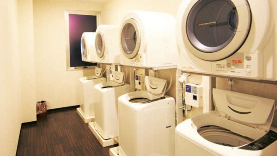 【コインランドリー】1階に洗濯機&乾燥機各4台完備(有料)