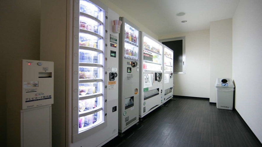 【自販機コーナー】1階大浴場側に自動販売機コーナー設置