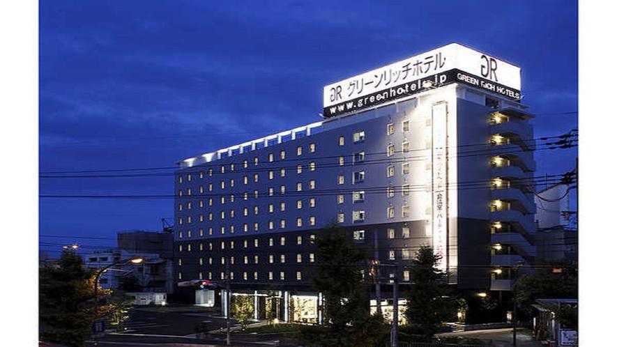 【外観】伊丹空港から徒歩約10分。コンビニ目の前!デザイナーズホテル