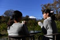 テラスから富士山を見ながらティータイム