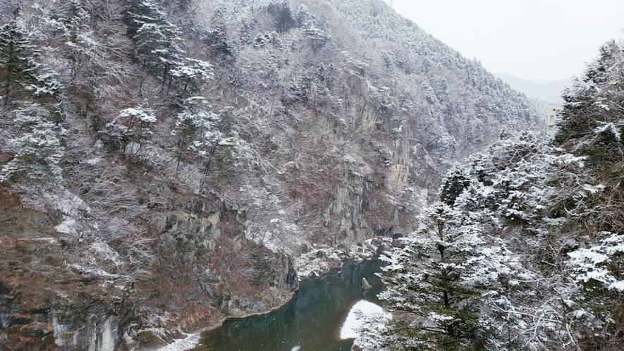 鬼怒川の雪景色