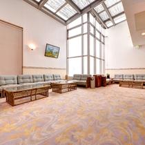 *ロビー/天井が高く開放的な空間。とても居心地がよく、ついつい長居してしまいます。