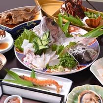 *お夕食一例(デラックス)/旅の醍醐味の一つである夕食。美味しくて豪華な日賀島海鮮グルメに舌鼓。