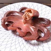 *お夕食一例(茹でダコ)/日間賀島名物のタコ!茹でたては身がやわらかくとっても美味しいです。