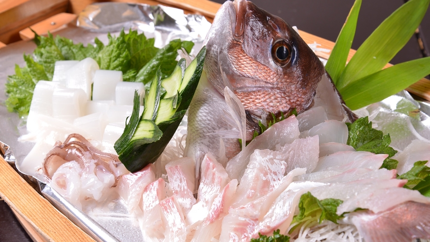 *お夕食一例(舟盛)/ドドーンっと豪快に!鮮度の良さを存分にご堪能下さい。