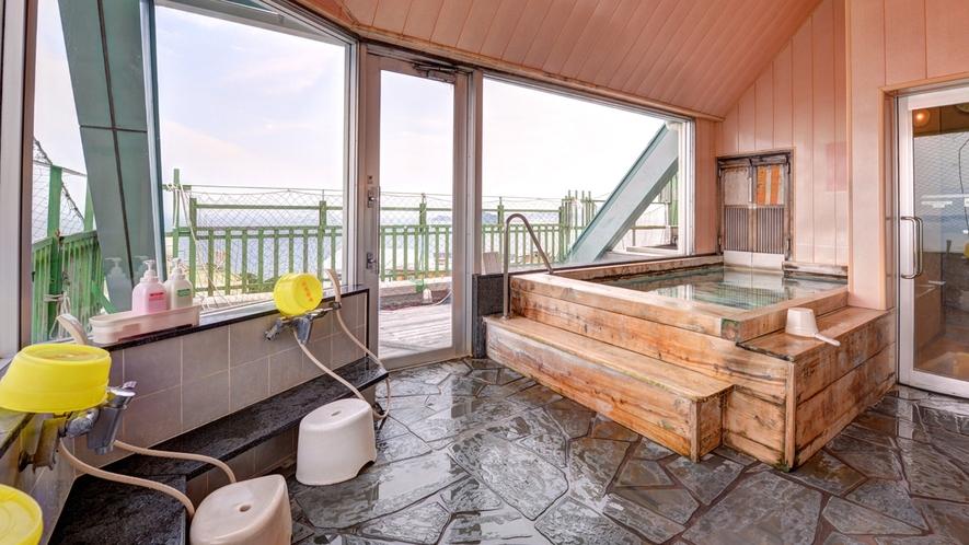 *展望風呂/晴れていれば、佐久島・伊良湖・篠島・神島・鳥羽の島々を見渡すことができます。