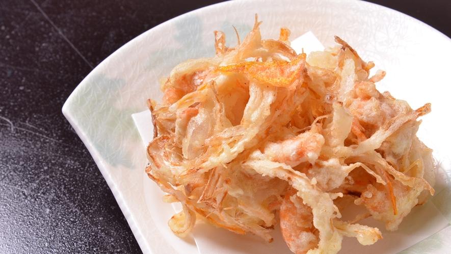 *お夕食一例(かき揚げ)/カラッと揚がったかき揚げは絶品。白いご飯がすすみます!
