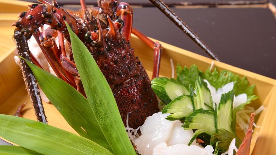 *お夕食一例(伊勢海老のお刺身)/ドドーンっと豪快に!鮮度の良さを存分にご堪能下さい。