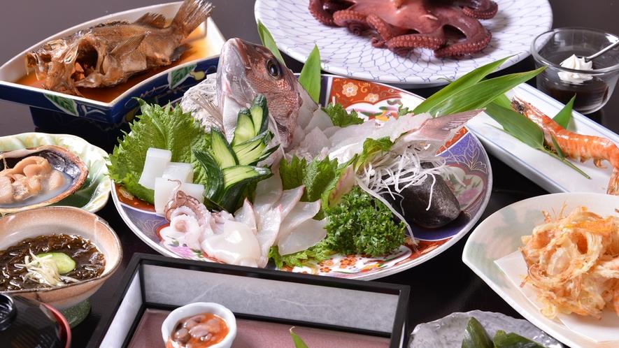 *お夕食一例(スタンダード)/日間賀島で獲れる新鮮な海の幸を存分にご堪能下さい。