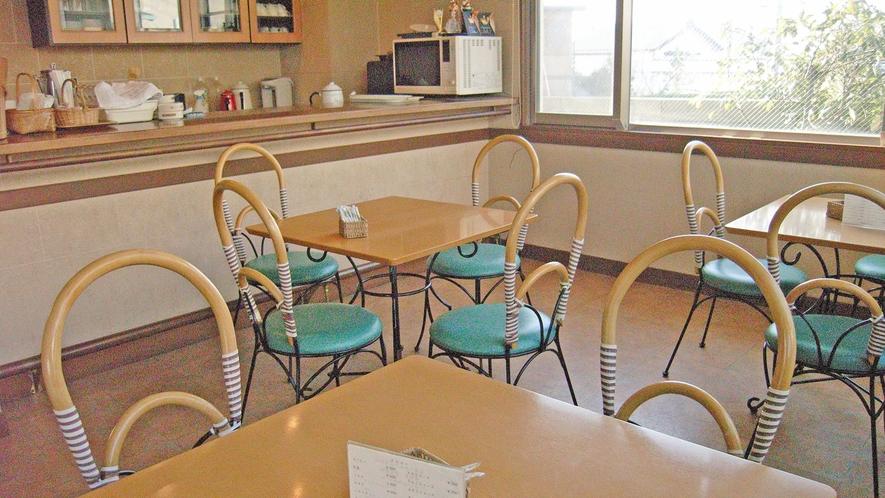 *喫茶店/自慢は女将特製の手作りケーキ。美味しい珈琲とご一緒にお召し上がり下さい。