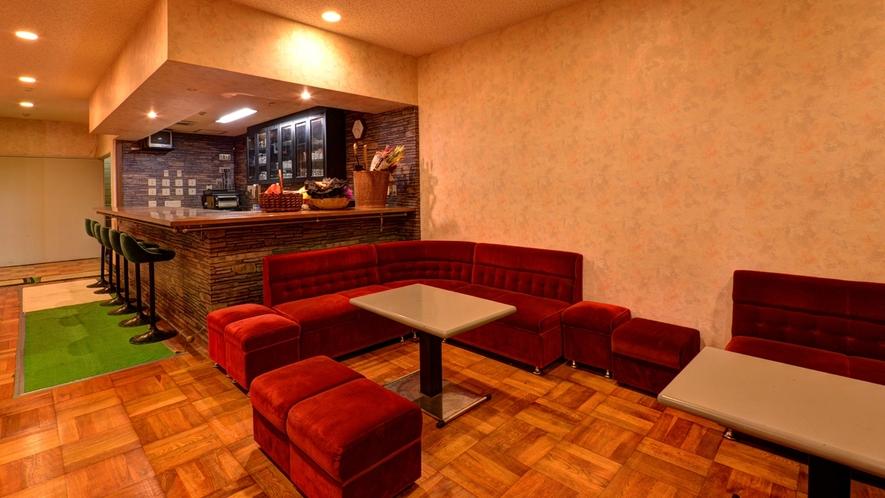 *ダンスホール(ドリンクカウンター)/美味しいカクテルをご用意。ダンスの合間にどうぞ☆