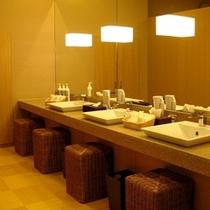 女性大浴場/洗面スペース