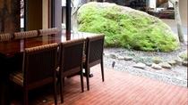 レストラン半個室