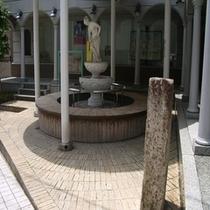 温泉街の足湯
