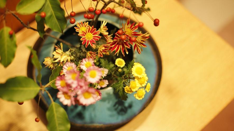 花のある館内