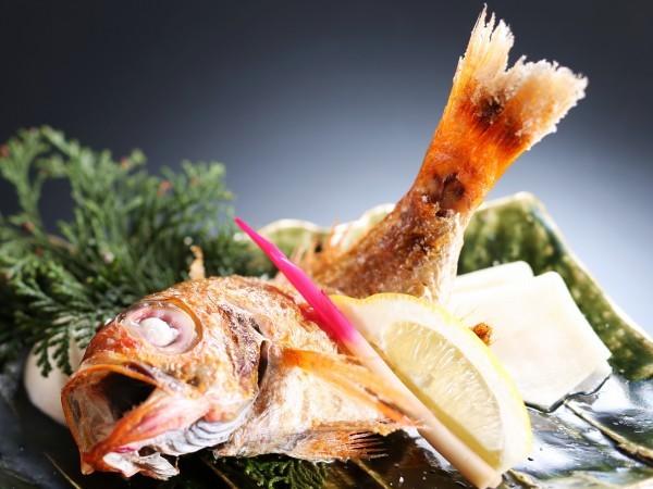のどぐろ(別名:赤むつ)白身のトロと呼ばれる高級魚です。