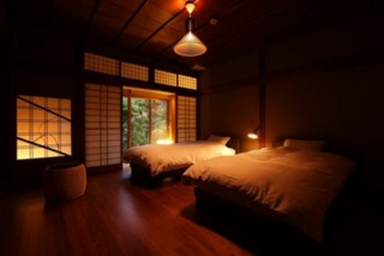和洋室(庭園側・和室8畳+ツインベッドルーム)の一例