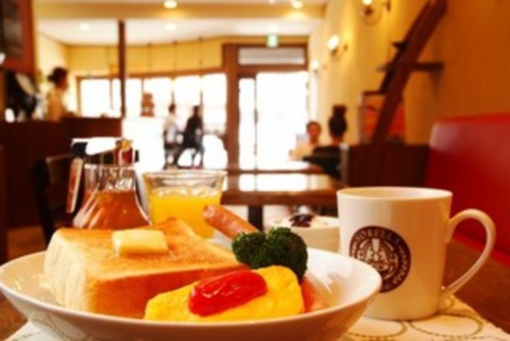 """カフェ""""sorella""""  宿ではゆっくり朝寝坊、おしゃれなカフェでブランチはいかがですか?"""