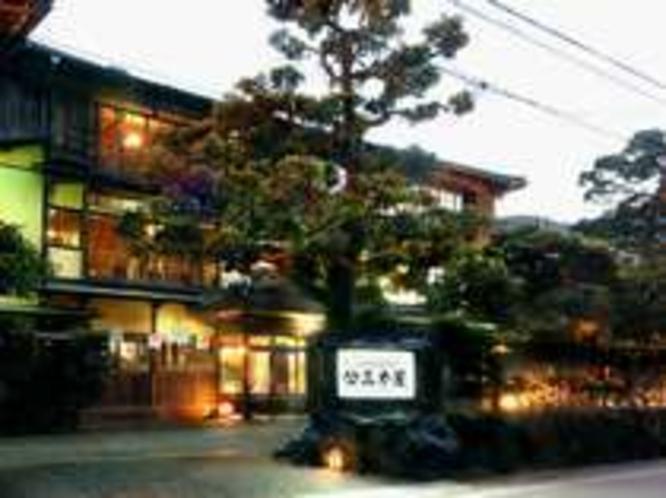 外観-夕暮れの三木屋