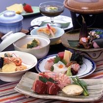 【ご夕食例】料理長が地元食材を用いて丹精込めて作ります。