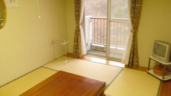 和室6畳(トイレ付)