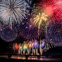 **【長岡花火大会イメージ】全長650mの「ナイアガラ」は視界に納まらないほどのスケール!