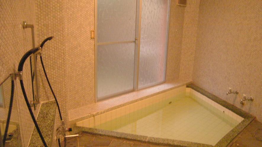 *[大浴場/女湯]22時までご利用可能です。温泉ではありませんが、旅で疲れた身体を優しく癒して下さい