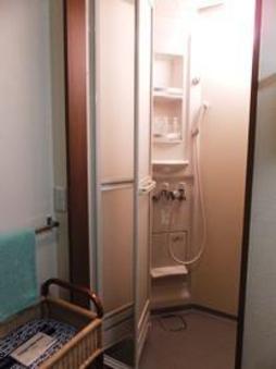 シャワーブース付8畳和室(洗浄機付トイレ、洗面化粧台完備)