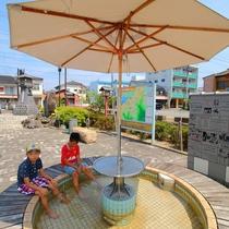 日奈久温泉「憩いの広場」にある足湯。小休憩に足湯で温まっていかれてみては?